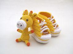 botinhas de bebé e girafa * baby booties and giraffe
