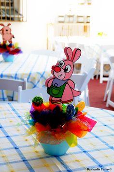 Centros de mesas baby tv Tv, Lily, Baby Shower, Ideas Para, Birthday Ideas, Numbers, Tortilla Pie, Pastries, Food Cakes