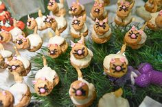 The catering department had a table buffet with a variety of animal-shaped sweets like puff pastry kittens. Tony Brown, Infused Sugar, Mojito Cocktail, Sugar Icing, Slushies, Easy Cake Recipes, Coffee Break, A Table, Kitchens
