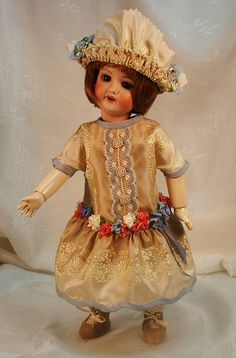 Robe de Style 1926 ~ Bleuette by Dede Noell Kern, great gallery of antique doll clothing
