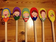 Oxford reading tree family (biff, chip, kipper) wooden spoon puppet for retelling stories. Made for my KS1 EYFS after school book club.