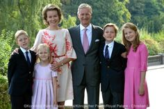 Belgian Royal Palace on Twitter:  Belgian Royal Photo for Christmas and New Year 2015-Prince Emmanuel, Princess Eléonore, Queen Mathilde, King Philippe, Prince Gabriel, Princess Elisabeth, Duchess of Brabant
