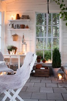 www.Sommarbacka.fi: PYHÄINPÄIVÄNÄ | PÅ ALLHELGONABLOGGAUSPAIKALTA | IFRÅN… Outdoor Rooms, Outdoor Living, Outdoor Decor, Shed Interior, Estilo Country, Ideas Prácticas, Backyard Retreat, Scandinavian Home, Glass House