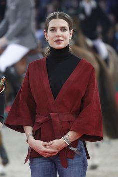 Chaqueta estilo kimono color burdeos (parecida en Massimo Dutti)
