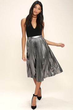Twirling in the moonlight is what the Eclipse of the Heart Silver Midi Skirt was made for! Dark metallic silver ribbed knit sways from a banded high waist, into a midi skirt with accordion pleats. Hidden side zipper with clasp.
