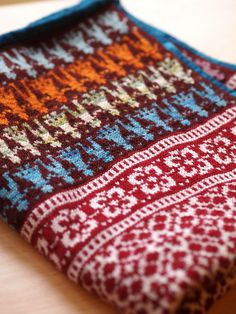 craftivore's Latvian Garden Party - absolutely stunning colorwork