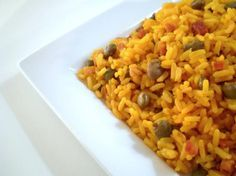 Rice With Pigeon Peas - Arroz Con Gandules. You can find sazon and pigeon peas in the hispanic section of the grocery store. Pigeon Peas are Puerto Rico's national dish Rice And Pigeon Peas, Rice And Peas, Arroz Con Gandules Recipe, Yellow Rice Recipes, Rice With Beans, Spanish Rice And Beans, Crockpot Recipes, Gastronomia, Chicken