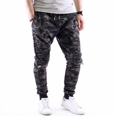 #Камуфлажен #мъжки #спортен панталон Army riply с ефектна визия, с която да се отличиш от тълпата. Изработен от памук и малък процент еластан за повече комфорт и свобода при движенията.