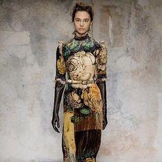 #details from Laura Biagiotti FW 1718 Fashion Show   #LBFashionshow#LBTricotyourlife#LBMetamorphosismood#mfw#mfw17#fw1718#laurabiagiotti @cameramoda