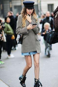 Guest outside Roland Mouret show at Paris Fashion Week Fashion Mode, Look Fashion, Winter Fashion, Girl Fashion, Fashion Outfits, Paris Fashion, Fashion Shops, Fashion Clothes, Street Fashion