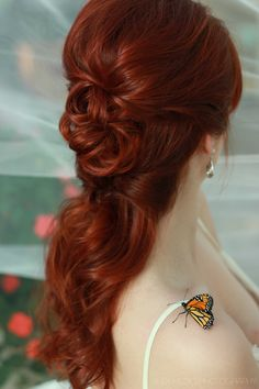Exquisite live butterfly bridal hair photo session. Photographed by Alex Medici. Butterflies by Salt Creek Butterfly Farm. Hair by Robyn Tornabeni. Bride Meredith Miller.