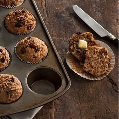 Made with buttermilk, succulent raisins, and whole wheat flour, these muffins taste delightfully tangy and hearty. Low Calorie Bran Muffin Recipe, Low Calorie Recipes, Muffin Recipes, Raisin Bran Muffins, Oreo, Buttermilk Muffins, Raisin Sec, Muffin Bread, Bun In The Oven