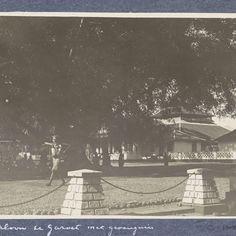 Grasveld (alun-alun) met een gevangenis in Garut op Java, anonymous, c. 1900 - c. 1920 - Rijksmuseum