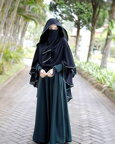 Any exploration of ancient Muslim covering can not be thought of complete while not associate degree in-depth discussion of the hijab, a standard Muslim scarf worn by Muslim girls round the world. Hijab Gown, Hijab Style Dress, Hijab Niqab, Muslim Hijab, Hijab Outfit, Niqab Fashion, Muslim Fashion, Dress Fashion, Beautiful Muslim Women