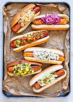 Att grilla korv är enkelt, smakerna och topping kan varieras i oändlighet! Här delar vi med oss av tips på recept, där en klassisk korv med bröd presenteras i ett uppdaterat format! #korv #bbq #topping #inspiration #recept Hot Dog Recipes, Lunch Recipes, Chicken Recipes, Cooking Recipes, Hot Dogs, Hot Dog Buns, Keto Chili Recipe, Food Porn, Danish Food
