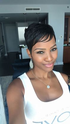 kurze Frisuren - Best Short Pixie Hairstyles for Black Women 2018 – 2019 - Love this Hair Curly Pixie Haircuts, Pixie Hairstyles, Short Hairstyles For Women, Hairstyles With Bangs, Black Pixie Haircut, Pixie Bangs, Ladies Hairstyles, Hairstyles Pictures, Hairstyles 2018