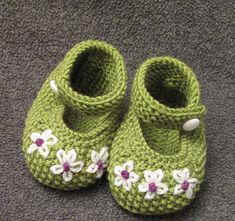 Ravelry: jma's Flower Stitch Booties....this has Mahlee's name written all over it!!