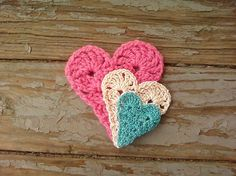Free pattern for crochet folk hearts
