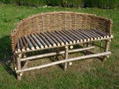 Curved Bench - Curved Bench Things to Consider for a Beautiful Garden Size . Willow Furniture, Pallet Garden Furniture, Rustic Furniture, Outdoor Furniture, Outdoor Decor, Curved Patio, Curved Bench, Garden Projects, Wood Projects