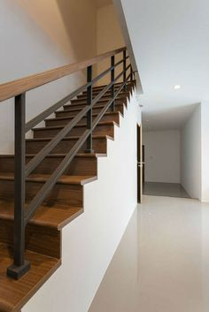 modern wood railings for stairs beautiful stair railing ideas pictures and designs iron stairway hand contemporary wooden Indoor Stair Railing, Black Stair Railing, Interior Stair Railing, Wrought Iron Stair Railing, Metal Stairs, Black Stairs, Hand Railing, Stair Railing Design, Stair Treads