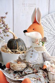 Лиса Кларисса / Clarissa - купить или заказать в интернет-магазине на Ярмарке Мастеров - G49JJRU. Королев | Лиса Кларисса - прилежная хозяюшка, всегда… Fox Toys, Fabric Animals, Sewing Toys, Doll Clothes Patterns, Diy Doll, Stuffed Toys Patterns, Fabric Dolls, Softies, Fun Crafts