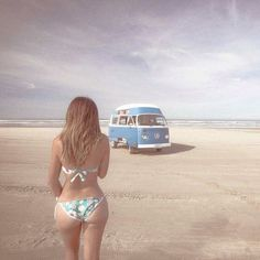 Hour glass and vw bus. Volkswagen Minibus, Vw T1, Trucks And Girls, Car Girls, Combi Ww, Vw Camping, Kdf Wagen, Hot Vw, Bus Girl
