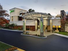 Ann Arbor (MI) Holiday Inn Ann Arbor - Near The University of Michigan United States, North America Holiday Inn Ann Arbor - Near The University of Mic is conveniently located in the popular Ann Arbor area. The hotel offers a high standard of service and amenities to suit the individual needs of all travelers. To be found at the hotel are free Wi-Fi in all rooms, 24-hour front desk, room service, meeting facilities, business center. Guestrooms are fitted with all the amenities ...