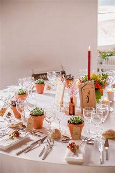 Un mariage au Domaine de la Castelette par Monsieur+Madame (M+M). Thème Automne. ©Cédric Dendoune. www.monsieurplusmadame.fr Cactus Centerpiece, Wood Centerpieces, Wedding Centerpieces, Wedding Decorations, Pink Yellow Weddings, Graduation Picture Poses, Birthday Table Decorations, Wedding Thanks, Cactus Wedding