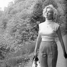 "817 mentions J'aime, 3 commentaires - Marilyn Monroe (@normajeane__) sur Instagram : ""Angel  photographed in 1955 ❤️❤️❤️ #oldhollywood #classichollywood #vintage…"""