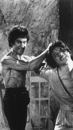 Bruce Lee and Jackie Chan Bruce Lee Art, Bruce Lee Martial Arts, Bruce Lee Photos, Jackie Chan, Bruce Lee Chuck Norris, Black Cartoon Characters, Native American Images, Enter The Dragon, Martial Artists