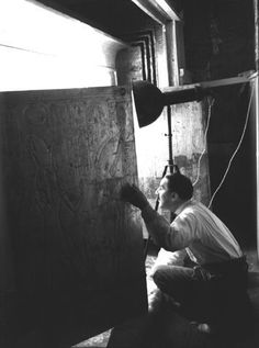 Howard Carter and Lord Carnarvon's discovery of the tomb of Tutankhamun - 1922