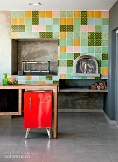 Churrasqueira + Azulejos coloridos (Patchwork) / Maristela Faccioli e Anne Caroline Ryckeboer