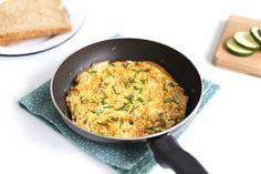 We laten je zien hoe je een goed gevuld boerenomelet met paprika, courgette en aardappel kunt maken. Super lekker en simpel om te maken.