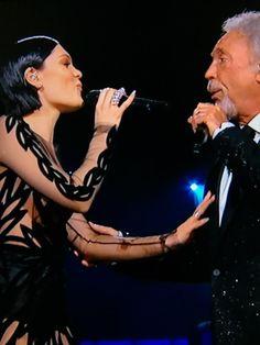 Jessie J and Tom Jones got that loving feeling on the 2015 Grammy Awards.