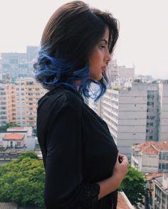 """Estela Newbold on Instagram: """"Pra quem queria saber, nessa foto meu cabelo está com a cor do primeiro tonalizante que usei, que é o da Keraton Ecstasy Blue. Ele fica um azul mais vibrante e mais claro dq eu uso atualmente. Preferem qual!?"""""""