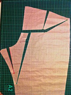 Sew sew sew your boat: Big butt adjustment (BBA) - another round of Thurlow pants! (kind of a tutorial I guess) Sewing Pants, Sewing Clothes, Sewing Paterns, Pattern Draping, Sewing Alterations, Dress Making Patterns, Tips & Tricks, Pants Pattern, Fashion Sewing