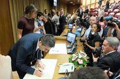 21 Luglio: Federico Pizzarotti in Vaticano con altri 70 sindaci del mondo firma la dichiarazione contro la lotta alla povertà, i cambiamenti climatici e le nuove schiavitù.