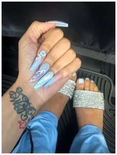 There are three kinds of fake nails which all come from the family of plastics. Acrylic nails are a liquid and powder mix. They are mixed in front of you and then they are brushed onto your nails and shaped. These nails are air dried. Dope Nails, Nails On Fleek, My Nails, Toe Nail Designs, Acrylic Nail Designs, Gorgeous Nails, Pretty Nails, Stiletto Nail Art, Long Acrylic Nails