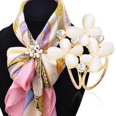 1pc Pins Korean Fashion Butterfly Scarf Buckle Brooch 2016 Women's Rhinestone Scarf Buckle Jewelry christmas gifts