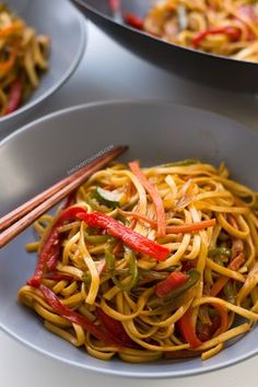 Vegan-Stir Fried Udon Noodles /use water instead of oil/ Noodle Recipes, Veggie Recipes, Asian Recipes, Whole Food Recipes, Vegetarian Recipes, Cooking Recipes, Healthy Recipes, Ethnic Recipes, Vegan Stir Fry Noodles