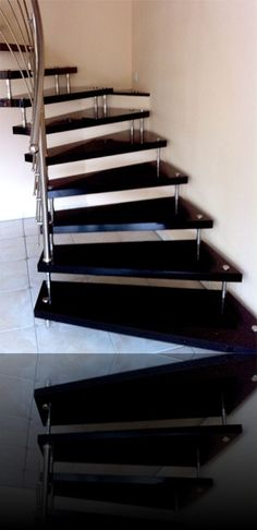 gerade treppe als bolzentreppe aus granit in schwarz freitragende bolzentreppen treppen aus. Black Bedroom Furniture Sets. Home Design Ideas