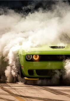 Dodge Challenger Burnout Can't wait to do this shiiiiiii it - Love Cars Rolls Royce, Carros Bmw, E36 Coupe, Dodge Challenger Srt, Srt Hellcat, Latest Cars, Expensive Cars, American Muscle Cars, Car Wallpapers