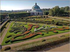 KVĚTINOVA ZAHRADA KROMĚŘÍŽ Kroměřížská Květná zahrada, známá též pod názvem Libosad, patří mezi nejvýznamnější zahradní díla v celosvětovém měřítku.