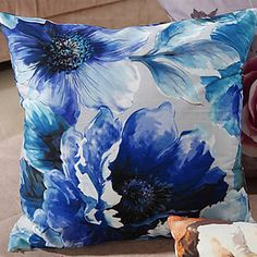 Retro Oriental Ink Painting Style Blue Blossoms Decorative Pillow With Insert – NOK kr. 126
