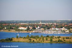 """From the look-out """"Bistumshöhe"""" at the Cospudener Lake in Leipzig you have a beautiful view over the landscape. © Andreas Schmidt"""
