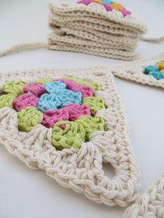Un trabajo del que me enamoré... Crochet Bunting, Crochet Garland, Crochet Quilt, Crochet Granny, Crochet Motif, Crochet Doilies, Crochet Stitches, Crochet Patterns, Crochet Fall
