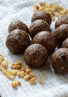 Vegan Gingerbread Bites - Ready in minutes, healthy, delicious. #veganrecipes #vegansnacks