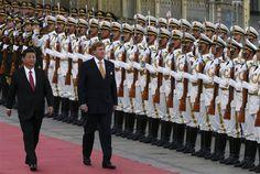 PEKING - Koning Willem-Alexander heeft maandagavond gesproken over het verschil van mening dat Nederland en China hebben over mensenrechten. Hij deed dat in zijn tafelrede bij het staatsbanket dat de Chinese president Xi Jinping hem aanbood in de Gouden Zaal van de Grote Hal van het Volk. (Lees verder…)