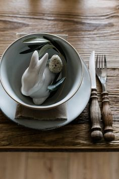 Tischdeko für Ostern – rustikal und natürlich ohne Kitsch