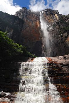 Salto Ángel, the highest waterfall in the world in Canaima National Park, Venezuela (by PavelPix).